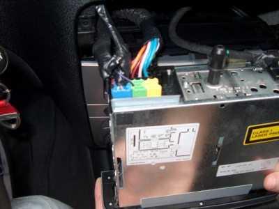 connettore - Montare un lettore mp3 in auto: La guida