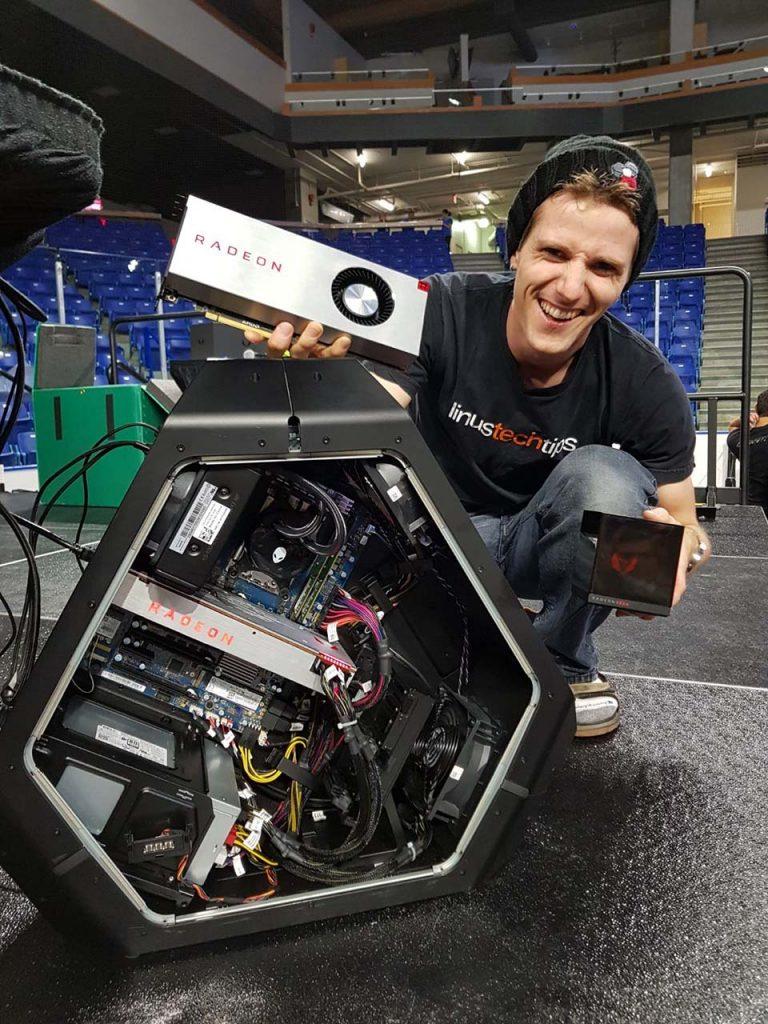 LinusRXVEGA 768x1024 - AMD Radeon RX Vega si mostra per la prima volta in video con HoloCube