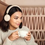 Jabra Elite 45h GoldBeige SupportFemale 01 150x150 - Jabra presenta le nuove cuffie wireless sotto i 100 euro: Jabra Elite 45h