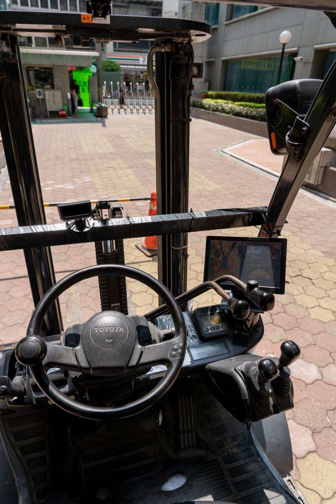 VIA Mobile 683x1024 - VIA Mobile360 AI Forklift Safety Kit, la soluzione ideale per prevenire gli incidenti