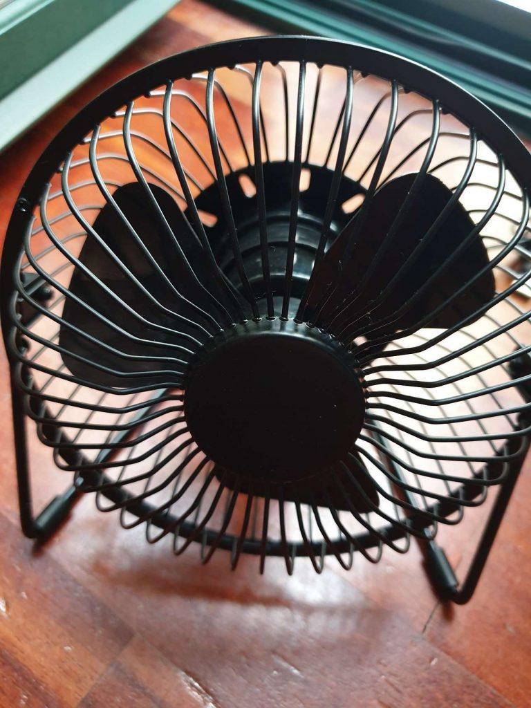 EasyAcc Ventilatore da Tavolo 4 768x1024 - Recensione dei ventilatori USB super economici di EasyAcc
